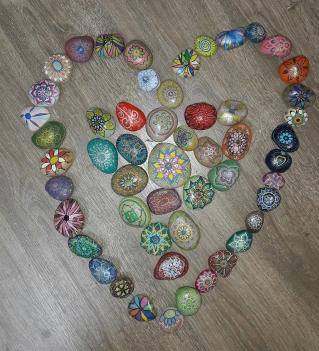 דוגמא ליצירה קבוצתית- יוצרים תמונה מאבנים