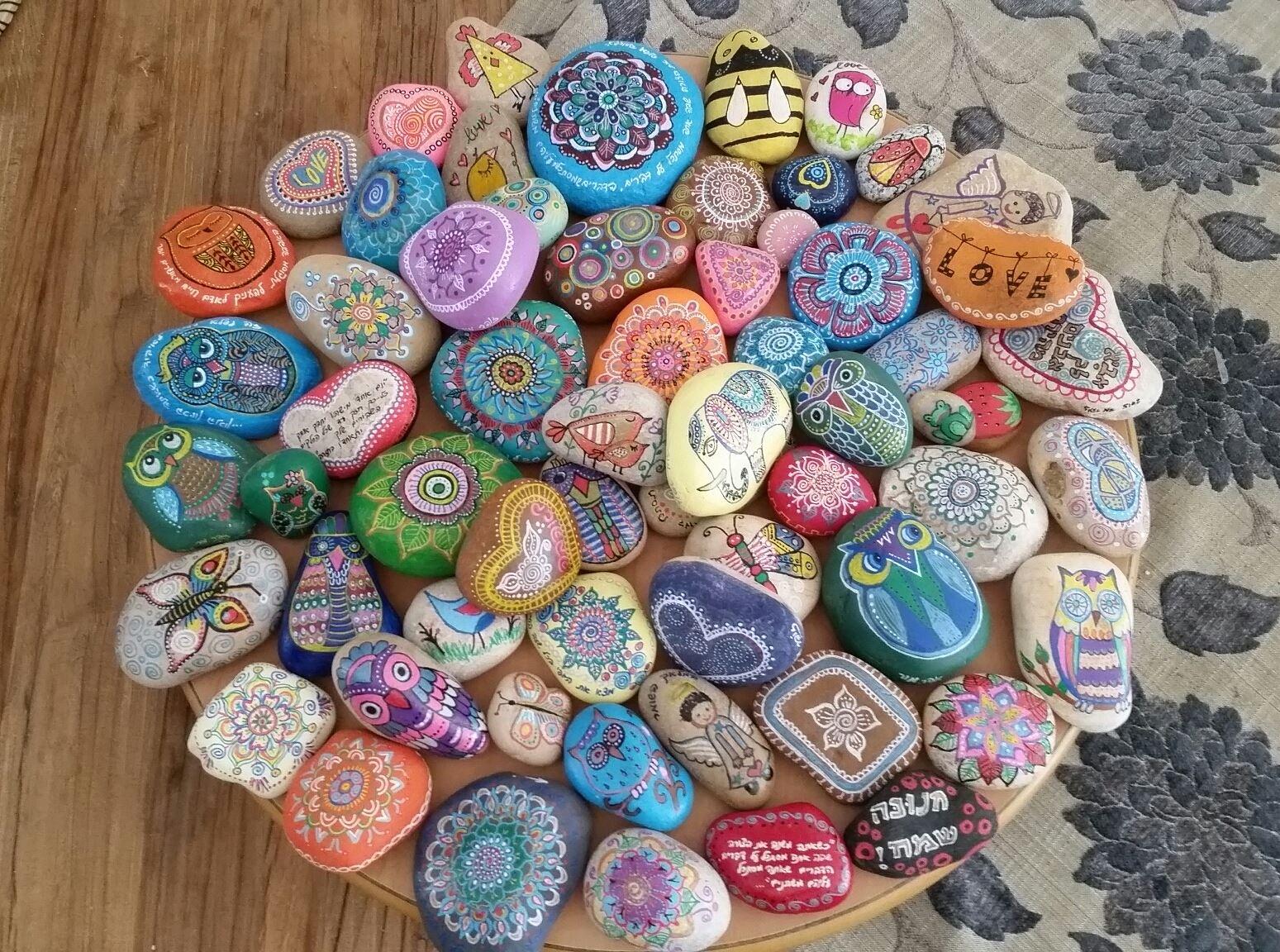 אבנים במגש