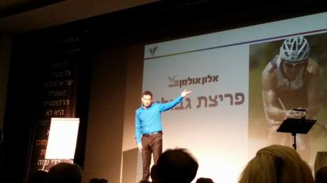 אלון אולמן בהרצאתו בבית נגלר
