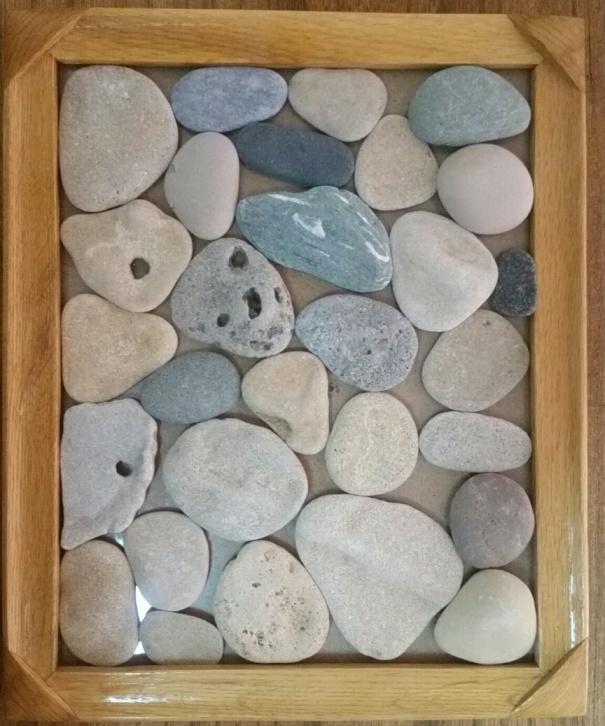 אבנים שצילמתי בתוך מסגרת