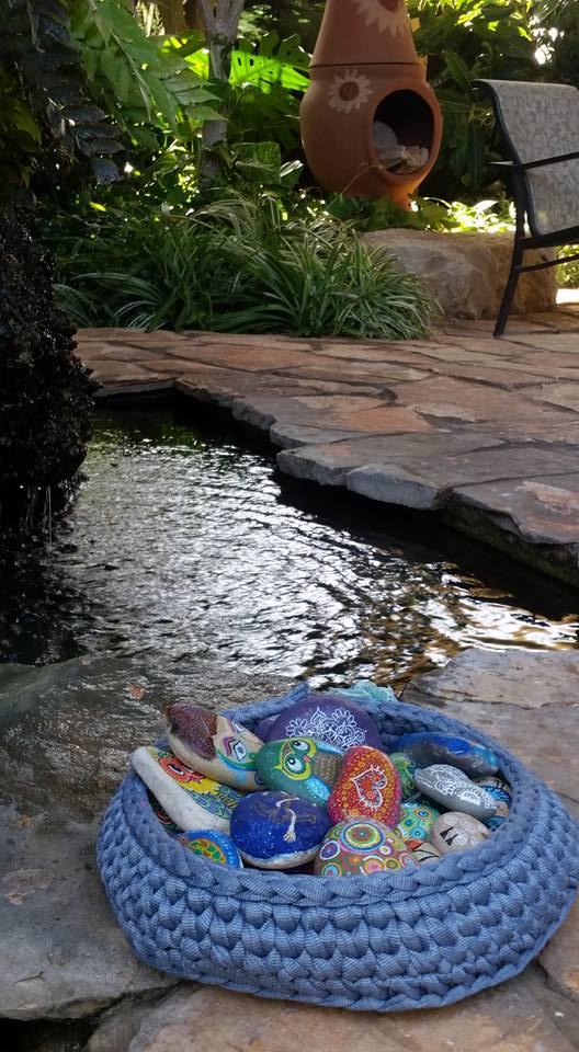 אבני זוהר בגינה מלון יערות הכרמל