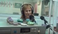 אני בשידור עצמו רדיו קסם על ספרים סופרים והאבנים ומיקרופון